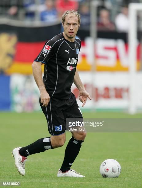 Sergej Barbarez Mittelfeldspieler Hamburger SV; Bosnien-Herzegowina: in Aktion am Ball