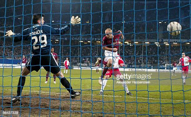 Sergej Barbarez of Hamburg scores the first goal during the UEFA Cup Group A match between Hamburg SV and Slavia Prague at the AOL Arena on December...