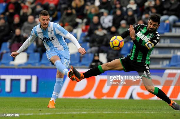 Sergej Milinkovic Savic of SS Lazio scores their opening goal during the serie A match between US Sassuolo and SS Lazio at Mapei Stadium Citta' del...