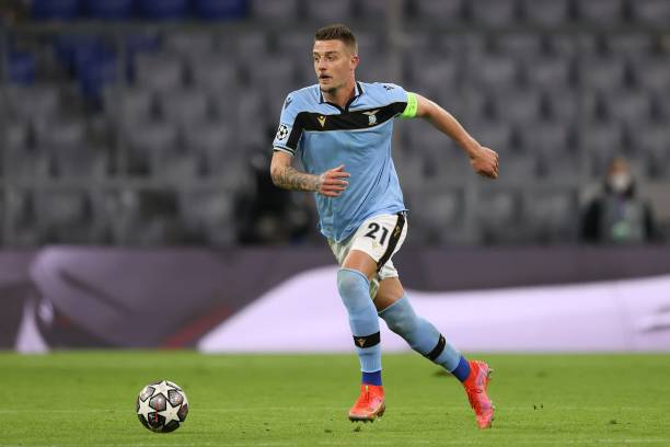 Sergej Milinkovic-Savic of Lazio Rom runs with the ball during the UEFA Champions League Round of 16 match between Bayern München and SS Lazio at...