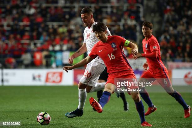 Sergej MilinkovicSavic of Serbia competes for the ball with Ki SungYueng of South Korea during the international friendly match between South Korea...
