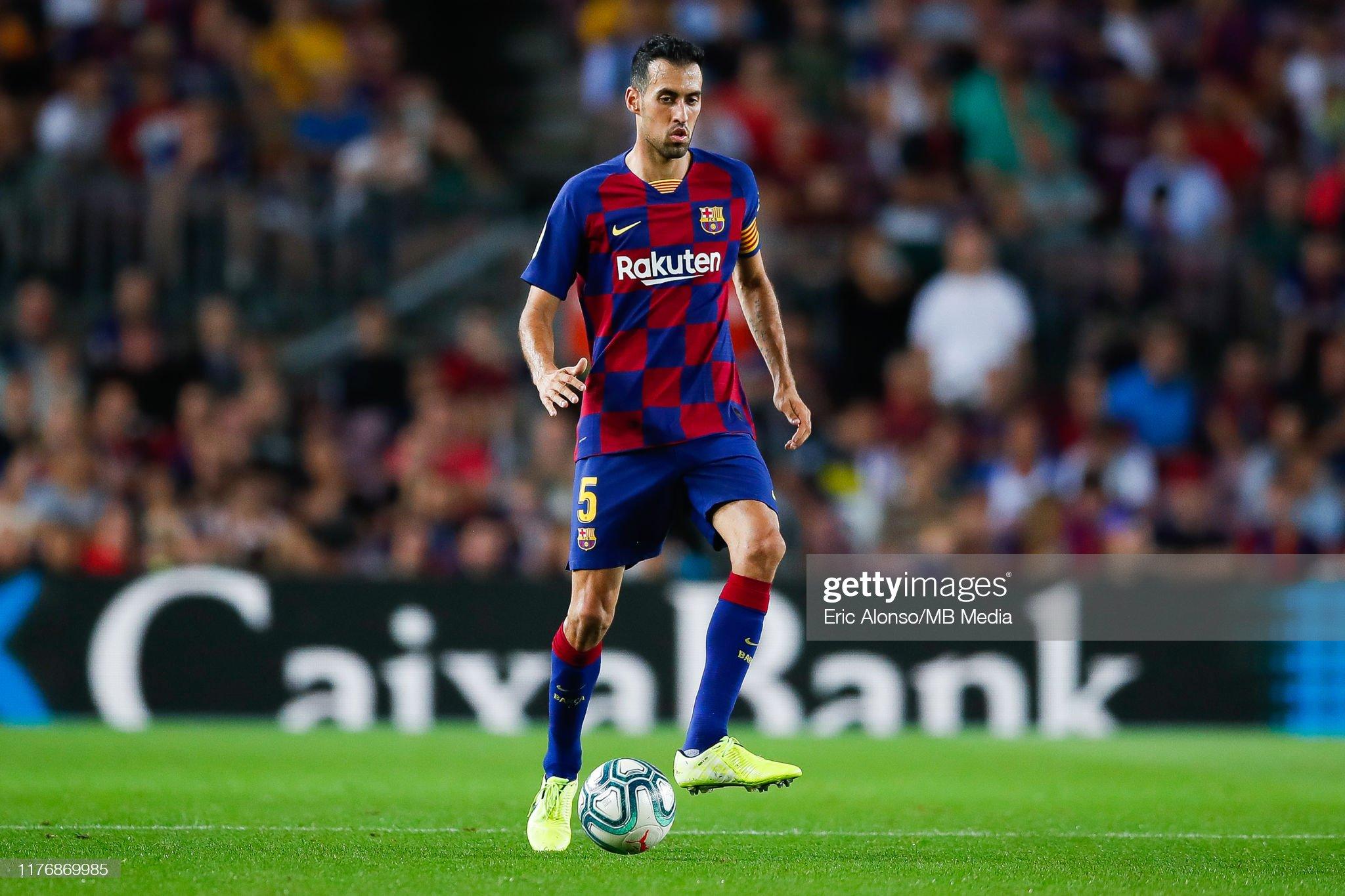 صور مباراة : برشلونة - فياريال 2-1 ( 24-09-2019 )  Sergi-busquets-of-fc-barcelona-passes-the-ball-during-the-liga-match-picture-id1176869985?s=2048x2048