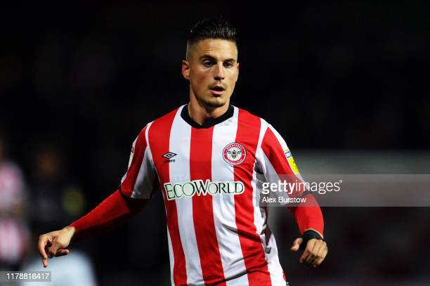 Sergi Canos of Brentford runs off the ball during the Sky Bet Championship match between Brentford and Bristol City at Griffin Park on October 02,...