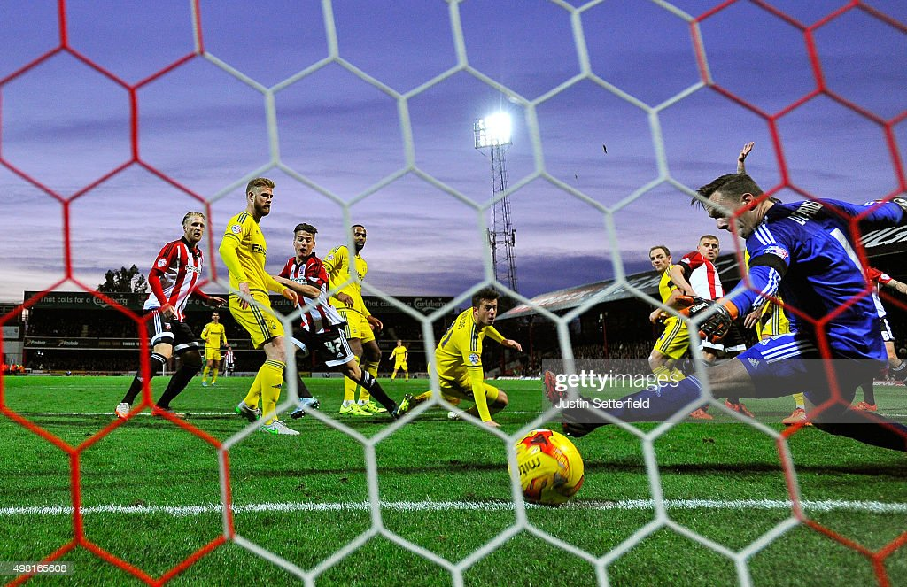 Sergi Canos (C-L) of Brentford scores the first goal during the Sky Bet Championship match between Brentford and Nottingham Forest at Griffin Park on November 21, 2015 in Brentford, United Kingdom.