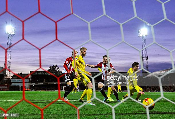Sergi Canos of Brentford scores the first goal during the Sky Bet Championship match between Brentford and Nottingham Forest at Griffin Park on...