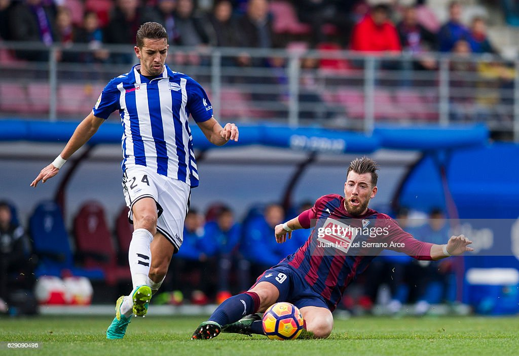 Sergi Enrich of SD Eibar duels for the ball with Zouhair Feddal of Deportivo Alaves during the La Liga match between SD Eibar and Deportivo Alaves at Ipurua Municipal Stadium on December 11, 2016 in Eibar, Spain.