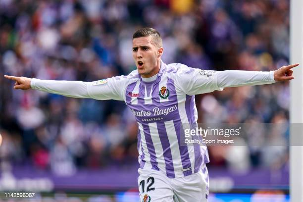Sergi Guardiola of Valladolid celebrats a goal to tie the game during the La Liga match between Real Valladolid CF and Getafe CF at Jose Zorrilla on...