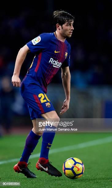 Sergi Roberto Carnicer of FC Barcelona controls the ball during the La Liga match between Real Sociedad and FC Barcelona at Estadio Anoeta on January...