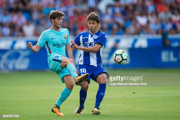 Sergi Roberto Carnicer of FC Barcelona duels for the ball with Oscar Romero of Deportivo Alaves during the La Liga match between Deportivo Alaves and...