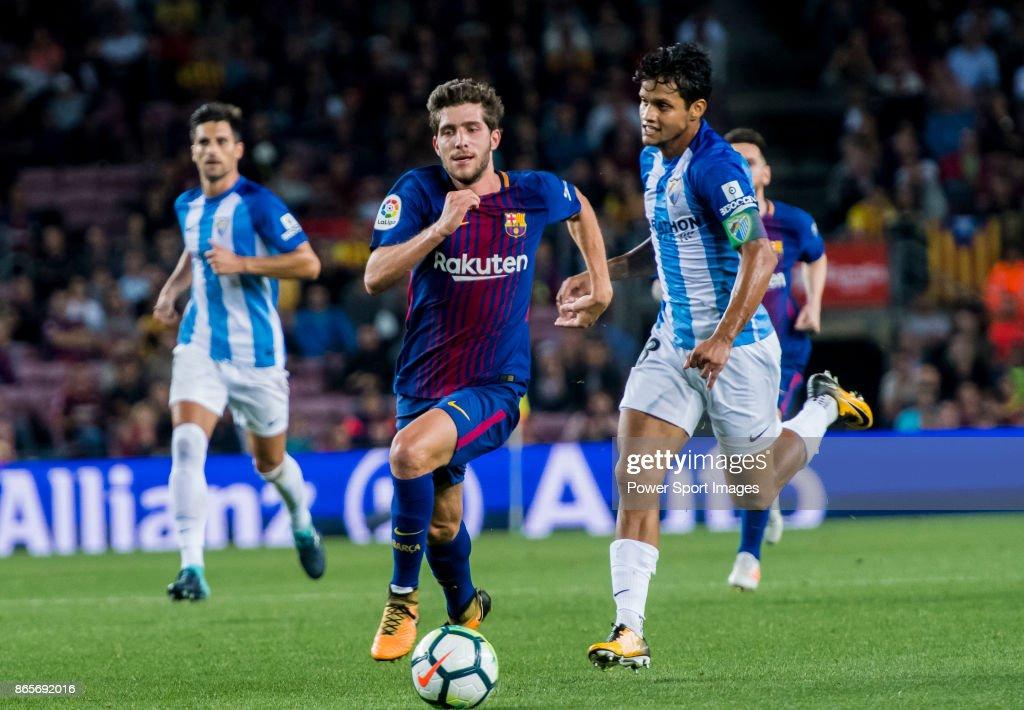 La Liga 2017-18 - FC Barcelona vs Malaga CF : ニュース写真
