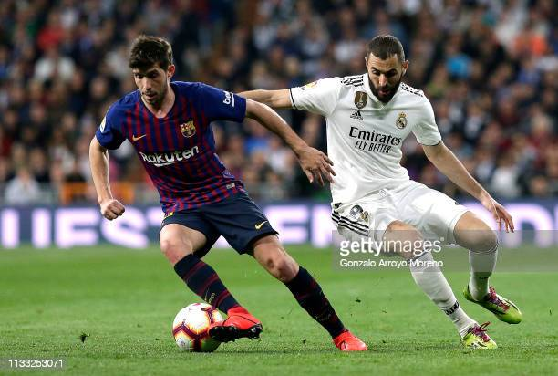 Sergi Roberto of Barcelona is closed down by Karim Benzema of Real Madrid during the La Liga match between Real Madrid CF and FC Barcelona at Estadio...