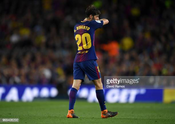 Sergi Roberto of Barcelona walks off the pitch as he is sent off during the La Liga match between Barcelona and Real Madrid at Camp Nou on May 6 2018...
