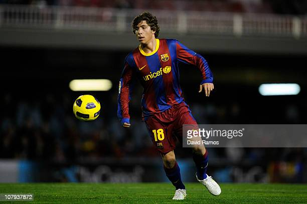 Sergi Roberto of FC Barcelona B controls the ball during the La Liga Adelante match between FC Barcelona B and Girona at Mini Estadi on January 8...