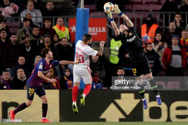 Sergi Roberto of FC Barcelona Ever Banega of Sevilla FC Jasper Cillessen of FC Barcelona during the Spanish Copa del Rey match between FC Barcelona v...