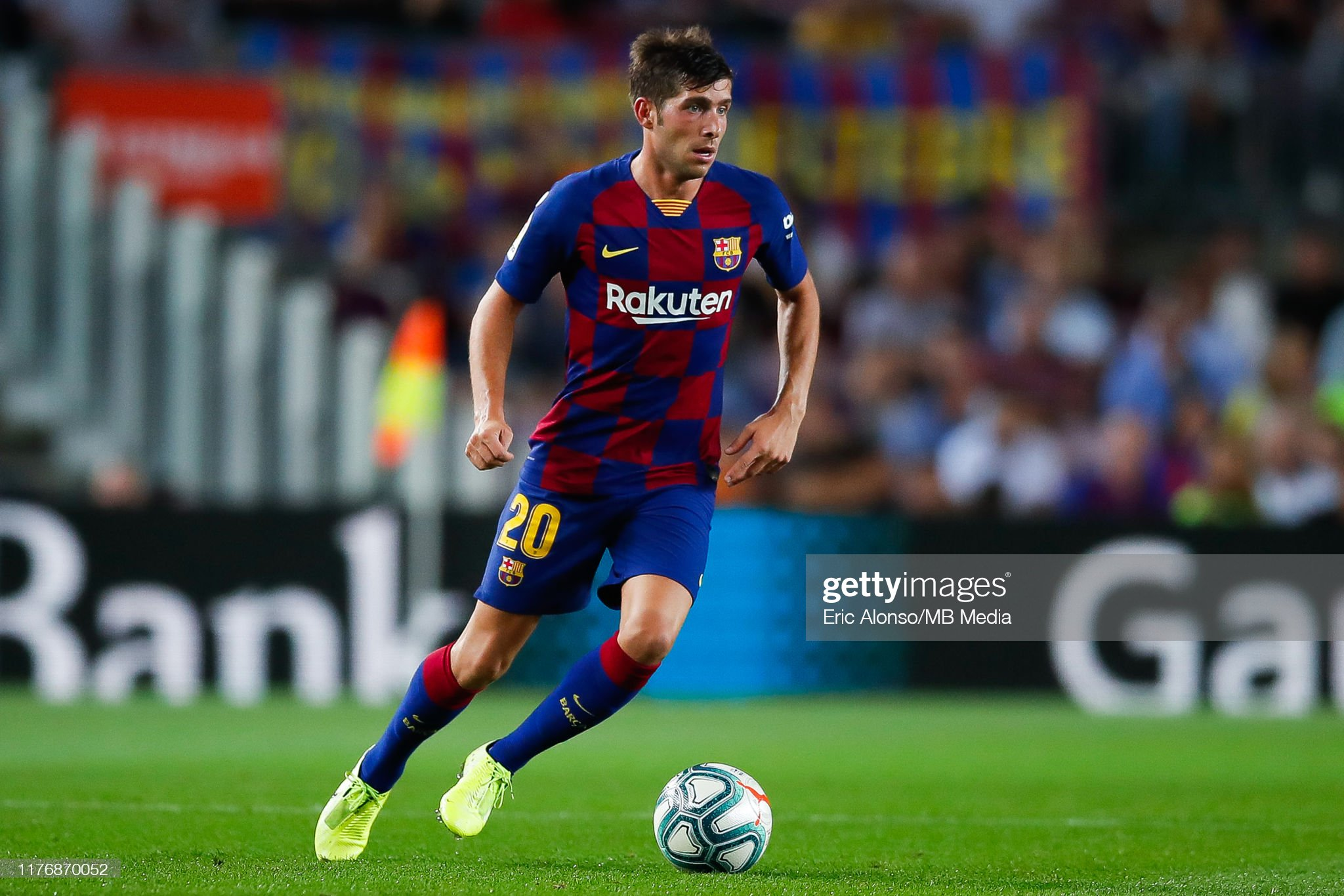 صور مباراة : برشلونة - فياريال 2-1 ( 24-09-2019 )  Sergi-roberto-of-fc-barcelona-passes-the-ball-during-the-liga-match-picture-id1176870052?s=2048x2048