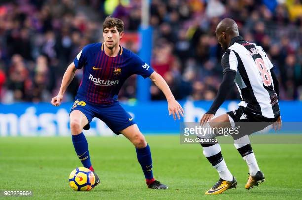 Sergi Roberto of FC Barcelona plays the ball past Jefferson Lerma of Levante UD during the La Liga match between Barcelona and Levante at Camp Nou on...