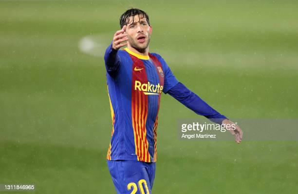 Sergi Roberto of FC Barcelona reacts during the La Liga Santander match between Real Madrid and FC Barcelona at Estadio Alfredo Di Stefano on April...