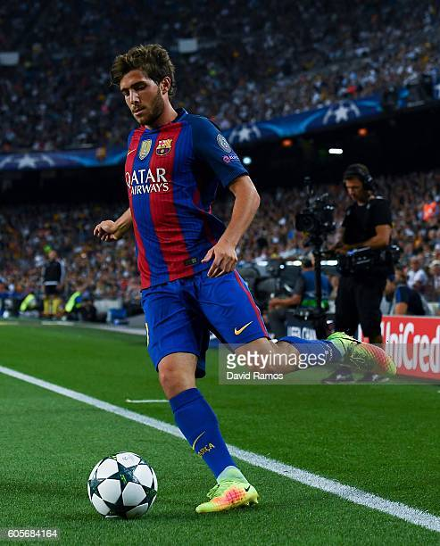 Sergi Roberto of FC Barcelona runs with the ball during the UEFA Champions League Group C match between FC Barcelona and Celtic FC at Camp Nou on...