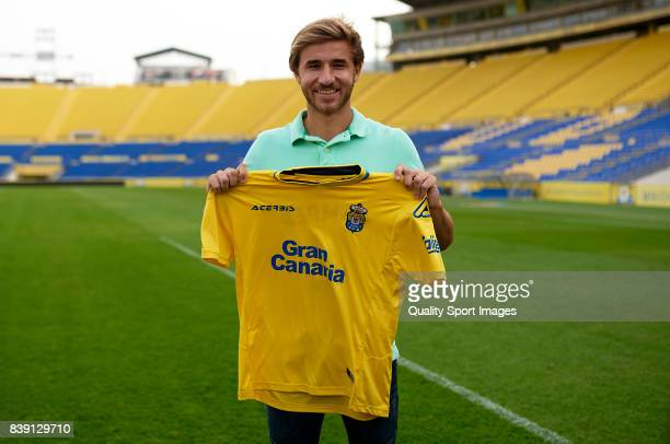 Sergi Samper of Las Palmas poses during his official presentation as a new player for UD Las Palmas at Estadio Gran Canaria on August 25 2017 in Las...