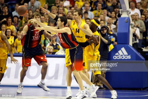 Sergi Vidal #9 of TAU Ceramica competes with Adam Chubb #14 and Ansu Sesay #9 of Alba Berlin during the Euroleague Basketball Game 8 between Alba...