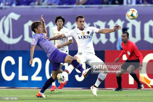 Serginho of Kashima Antlers and Kyohei Yoshino of Sanfrecce Hiroshima compete for the ball during the AFC Champions League round of 16 second leg...