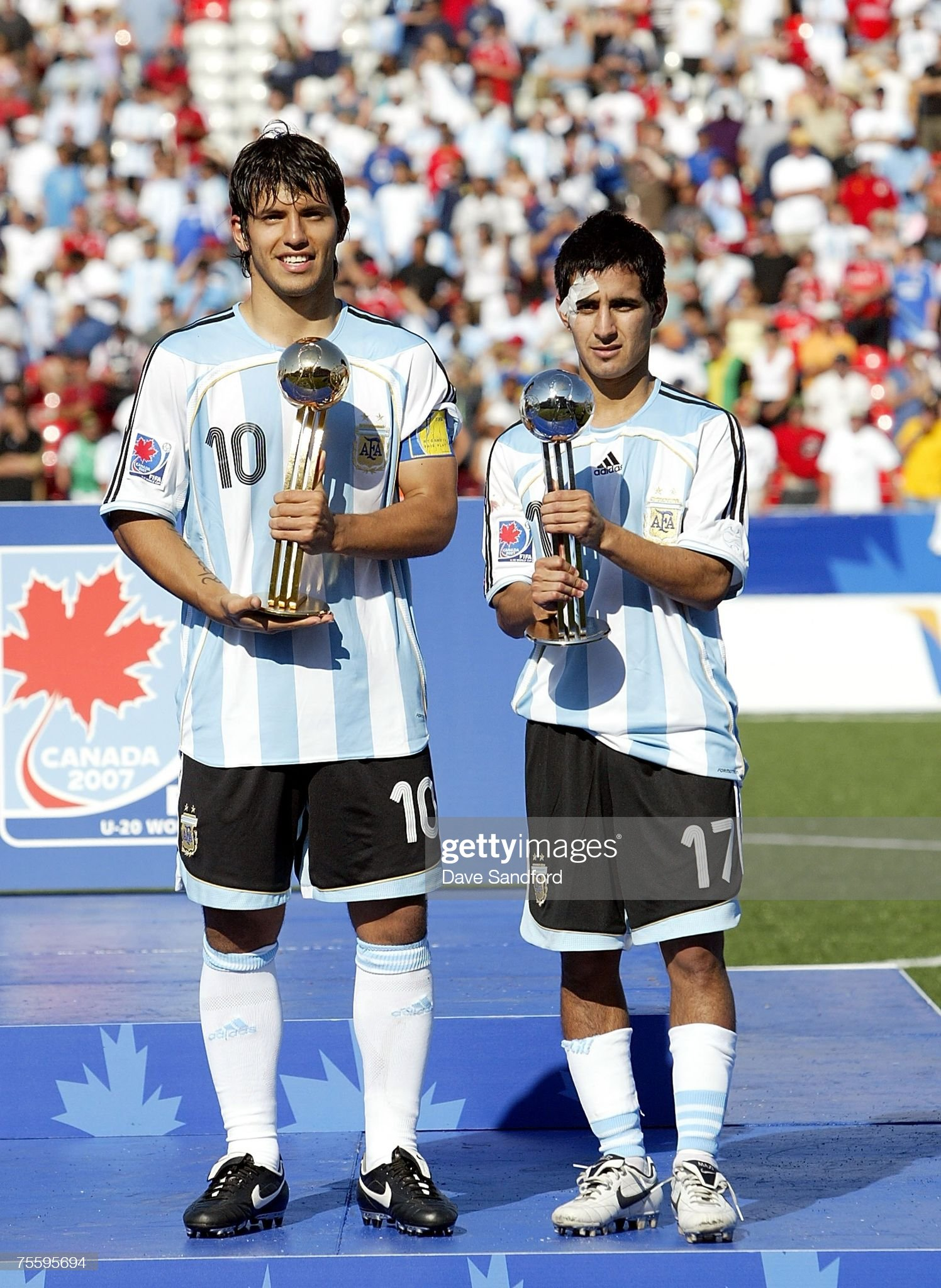 ¿Cuánto mide Maxi Moralez? - Altura - Real height Sergio-aguero-and-maximiliano-moralez-both-of-team-argentina-hold-the-picture-id75595694?s=2048x2048