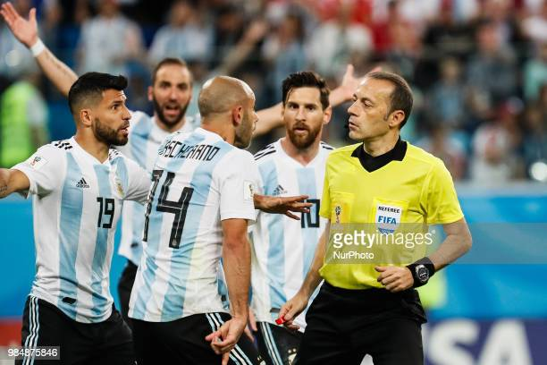 Sergio Aguero Gonzalo Higuain Javier Mascherano and Lionel Messi of Argentina national team argue with the referee Cuneyt Cakir during the 2018 FIFA...