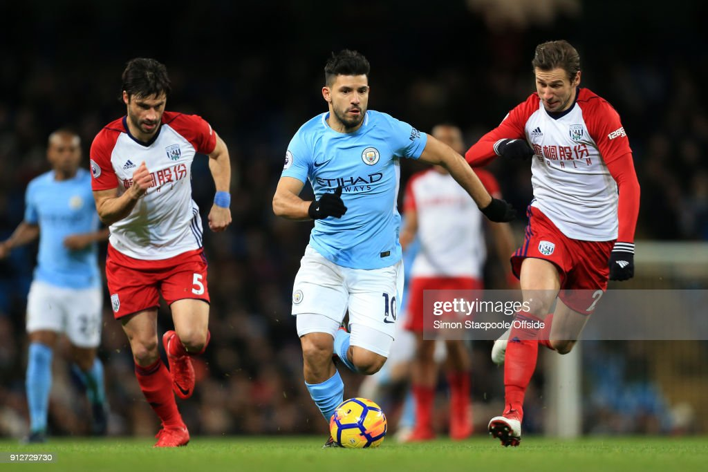 Sergio Aguero of Man City battles with Claudio Yacob of West Brom (L) and Grzegorz Krychowiak of West Brom (R) during the Premier League match between Manchester City and West Bromwich Albion at the Etihad Stadium on January 31, 2018 in Manchester, England.
