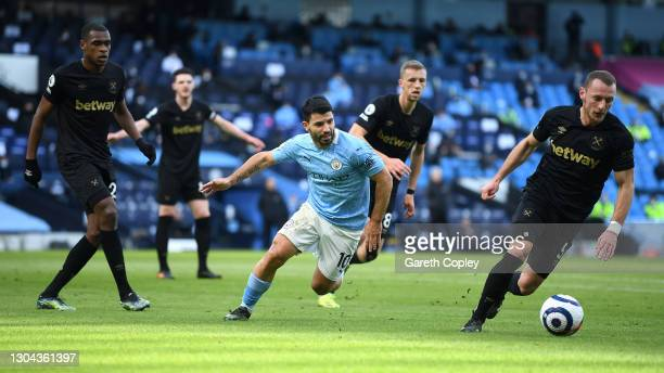 Sergio Aguero of Manchester City chases down Vladimir Coufal of West Ham United during the Premier League match between Manchester City and West Ham...