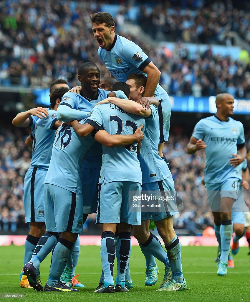 Fotos e imgenes de manchester city v manchester united premier sergio aguero of manchester city is mobbed by team mates after scoring the opening goal during voltagebd Image collections