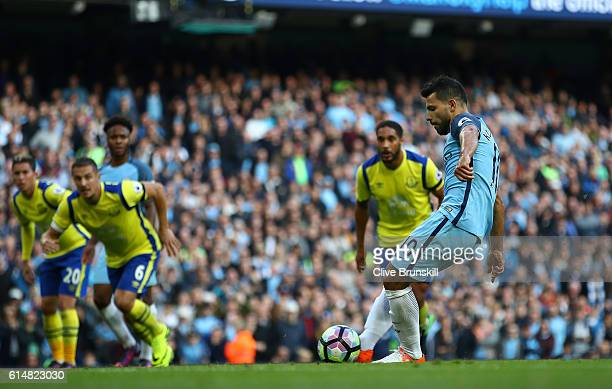 Sergio Aguero of Manchester City misses a penalty during the Premier League match between Manchester City and Everton at Etihad Stadium on October 15...