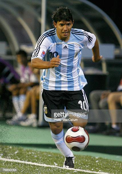 Sergio Aguero#10 of Argentina plays the ball near the touchline against Mexico in their quarterfinal match of the FIFA U20 2007 World Cup at Frank...