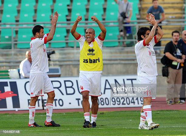 Sergio Almiron of Bari celebrates the victory after the Serie A match between Bari and Brescia at Stadio San Nicola on September 26, 2010 in Bari,...