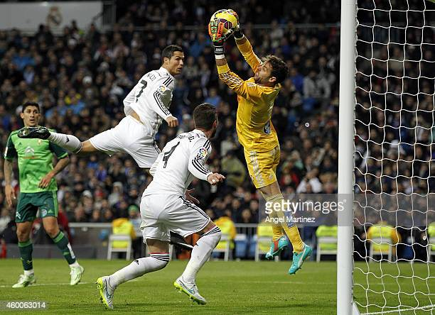 Sergio Alvarez of Celta de Vigo makes a save under pressure from Sergio Ramos and Cristiano Ronaldo of Real Madrid during the La Liga match between...