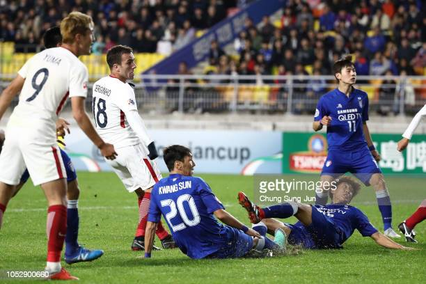 Sergio Antonio Junior of Kashima Antlers scores a third goal during the AFC Champions League semi final second leg match between Suwon Samsung...