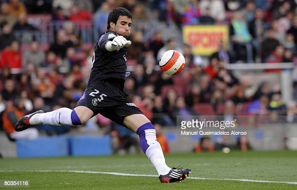 Sergio Asenjo of Valladolid in action during the La Liga match between Barcelona and Valladolid at the Camp Nou stadium on March 23 2008 in Barcelona...