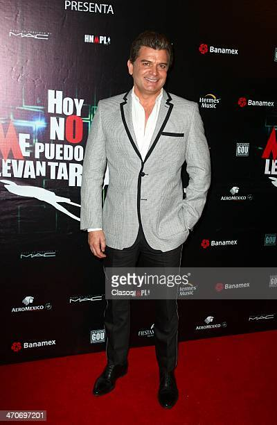 Sergio Basanez attends the red carpet of Hoy no me puedo levantar at Almada Theater on February 18 2014 in Mexico City Mexico