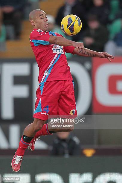 Sergio Bernardo Almiron of Calcio Catania in action during the Serie A match between AC Siena and Calcio Catania at Stadio Artemio Franchi on...