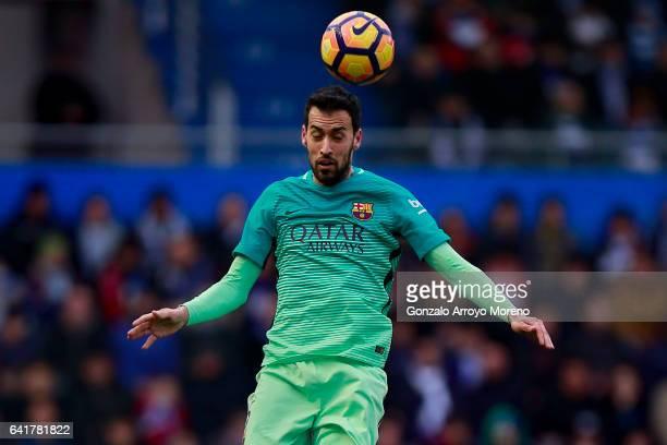 Sergio Busquets Burgos of FC Barcelona saves on a header during the La Liga match between Deportivo Alaves and FC Barcelona at Estadio de...