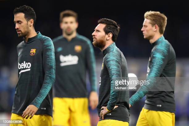 Sergio Busquets Lionel Messi and Frenkie de Jong of FC Barcelona warm up prior to the UEFA Champions League round of 16 first leg match between SSC...