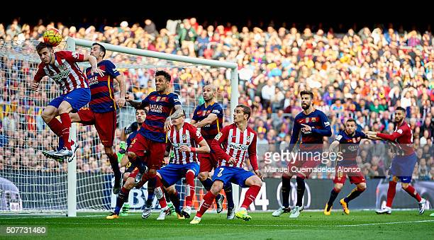 Sergio Busquets of Barcelona competes for the ball with Saul Niguez of Atletico de Madrid during the La Liga match between FC Barcelona and Atletico...