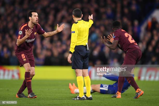 Sergio Busquets of Barcelona confronts referee Cüneyt Çakir during the UEFA Champions League Round of 16 First Leg match between Chelsea FC and FC...
