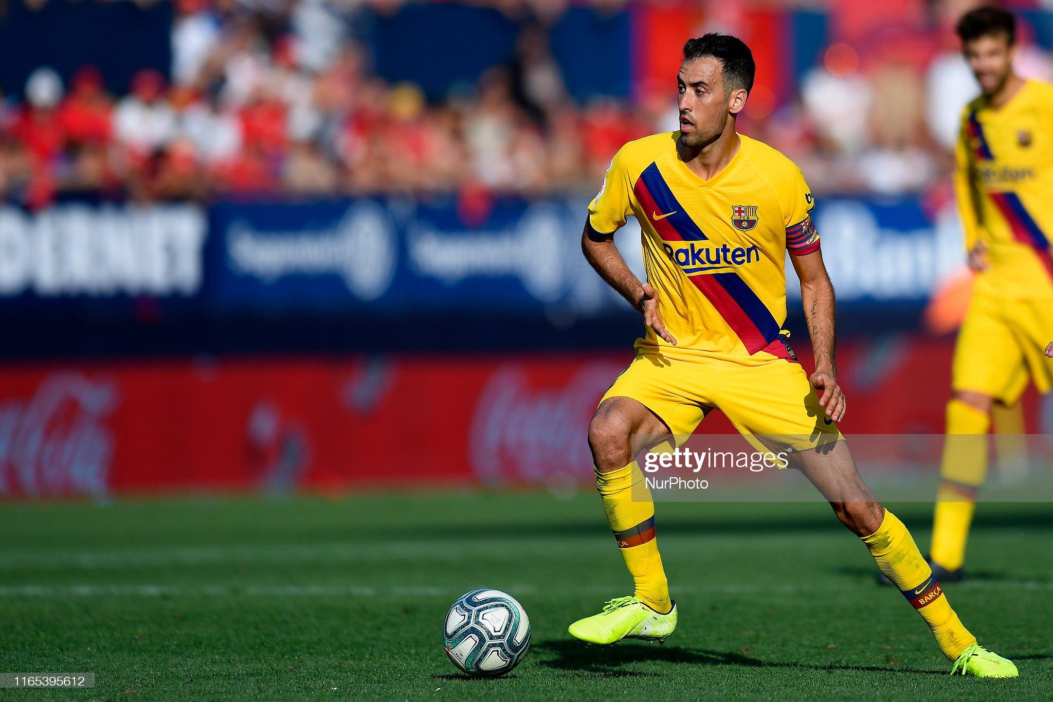 صور مباراة : أوساسونا - برشلونة 2-2 ( 31-08-2019 )  Sergio-busquets-of-barcelona-controls-the-ball-during-the-liga-match-picture-id1165395612?s=2048x2048