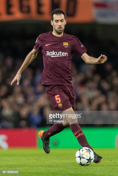 Sergio Busquets of Barcelona controls the ball during the UEFA Champions League Round of 16 First Leg match between Chelsea FC and FC Barcelona at...