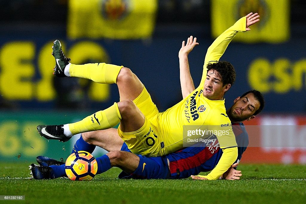 Sergio Busquets of FC Barcelona competes for the ball with Alexandre Pato of Villarreal CF during the La Liga match between Villarreal CF and FC Barcelona at Estadio de la Ceramica stadium on January 8, 2017 in Villarreal, Spain.
