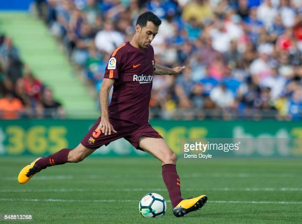 Sergio Busquets of FC Barcelona controls the ball during the La Liga match between Getafe and Barcelona at Coliseum Alfonso Perez on September 16...