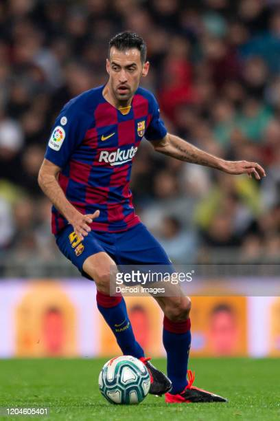 Sergio Busquets of FC Barcelona controls the ball during the Liga match between Real Madrid CF and FC Barcelona at Estadio Santiago Bernabeu on March...