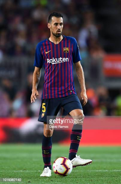Sergio Busquets of FC Barcelona runs with the ball during the La Liga match between FC Barcelona and Deportivo Alaves at Camp Nou on August 18 2018...