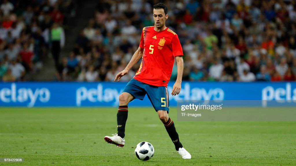 Sergio Busquets of Spain controls the ball during the friendly match between Spain and Tunisia at Krasnodar's stadium on June 9, 2018 in Krasnodar, Russia.