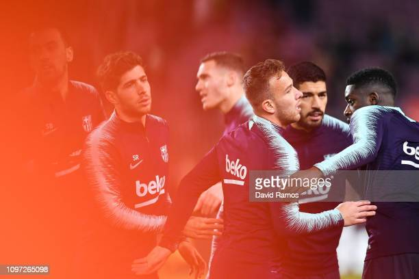 Sergio Busquets Sergio Roberto Thomas Vermaelen Arthur Melo Luis Suarez Ousmane Dembele FC Barcelona are seen during the warm up prior to the La Liga...